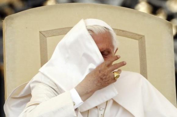 ce-crede-o-calugarita-despre-masturbare-homosexualitate-si-divort-just-love-cartea-care-a-socat-vaticanul-12927185